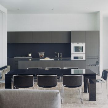 Porro, image:contract_immagini - Porro Spa - P.04 table and Spindle chairs