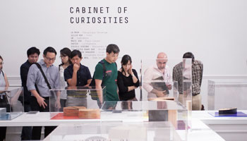 "Porro - La mostra ""Cabinet of Curiosities"" arriva a Singapore"